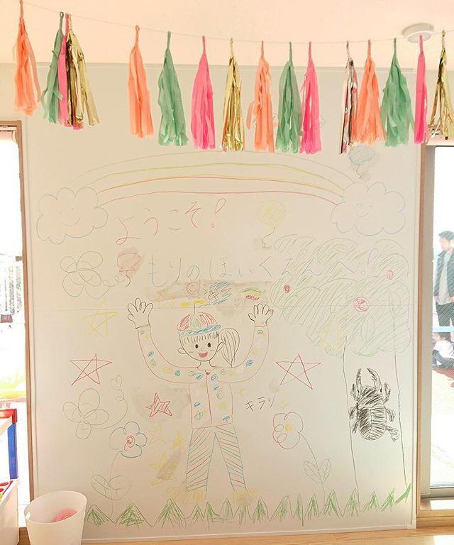 キラリようこそ!舞多聞もりの保育園へ..今日は、晴天に恵まれステキな内覧会を開催する事が出来ました。..本当にありがとうございます\(^o^)/..ちなみにここは、二階の自由に落書きができる壁です🤗..#内覧会#20130323#皆様#お待たせしました #ようこそ#舞多聞もりの保育園#体づくり心づくり#0歳からのヨガ#姿勢改善 #ゼロポジション#助産師#保育#キラリ#あいことばはキラリ#合言葉#ピンクのハート#ピンクのハートプロジェクト#0ヨガまんまるだっこピンクのハートプロジェクト#保育業界#奇跡の融合#0歳児#1歳児#2歳児#保育室#舞多聞#舞多聞100#ありがとうございます