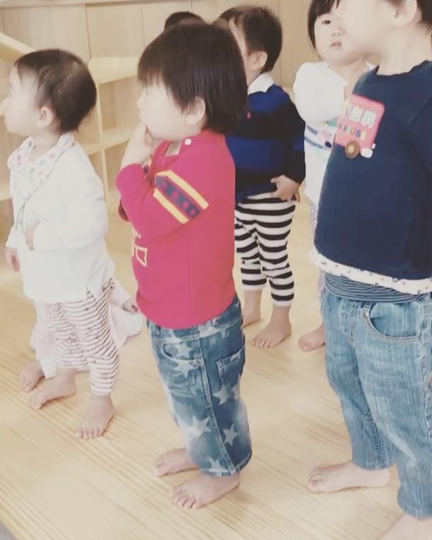 みんなそろって朝の会︎#舞多聞もりの保育園#もりの保育園#朝の会#2歳児#みんなの#お手本#ピアノ超絶上手です#そりゃ歌いやすはずです