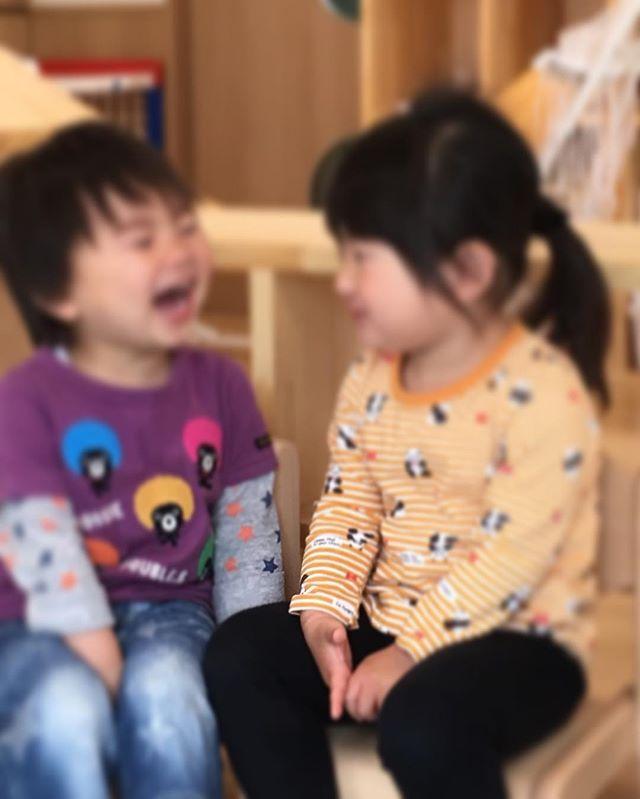 わはははは︎とっても楽しそうな瞬間です周囲も思わず笑顔になれますね..何にそんな笑ってたんだろ〜〜🤤#笑顔#舞多聞もりの保育園#もりの保育園