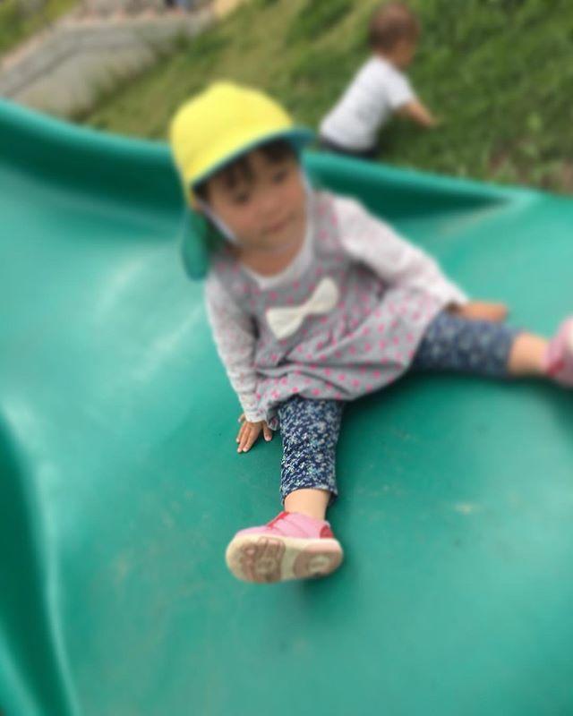 ハイチーズ♡︎('ω'︎ )#滑り台すべれたよ#1歳児#舞多聞もりの保育園#もりの保育園#ピンクのハートプロジェクト#0歳からのyoga#まんまるねんね