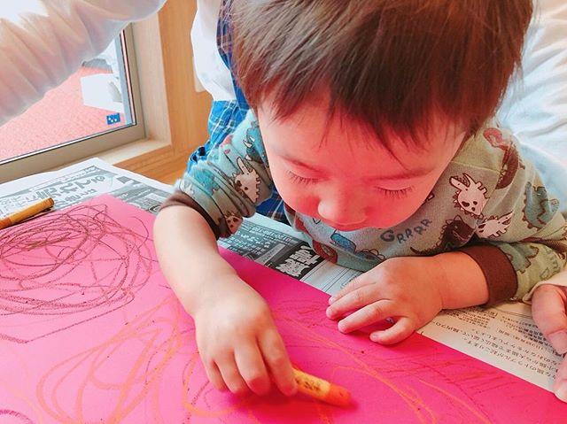 ぐるぐるぐる🤗..ママの愛情いっぱい受けて育つ、何にでも一生懸命なSくん♡保育園でみ、新しいことになんでも挑戦して、「できる」を見つけていますよ\(^o^)/..#舞多聞もりの保育園#もりの保育園#あいことば#キラリ#ピンクのハートプロジェクト#0歳からのyoga#2歳児#製作