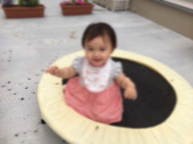 ハイチーズ♡︎('ω'︎ )#トランポリン大好き#軸あそび#0歳児#舞多聞もりの保育園#もりの保育園#ピンクのハートプロジェクト#0歳からのyoga#まんまるねんね