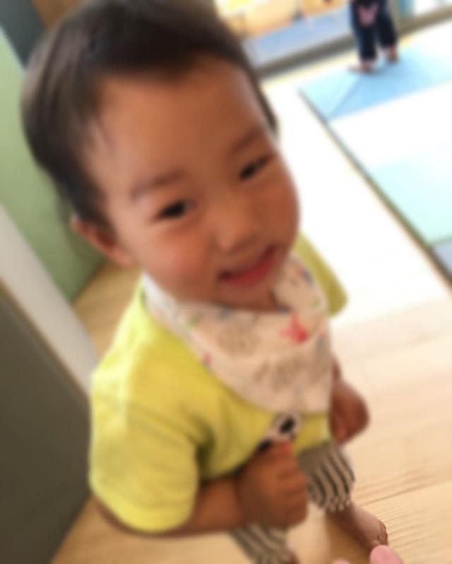 ハイチーズ♡︎('ω'︎ )#にっこり#1歳児#舞多聞もりの保育園#もりの保育園#ピンクのハートプロジェクト#0歳からのyoga#まんまるねんね