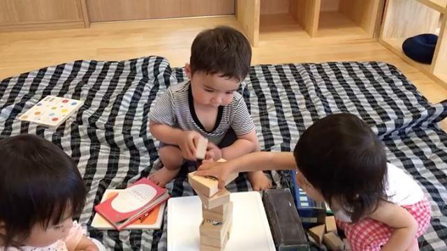 積み木仲良し︎('ω'︎ )#積み木#1歳児#舞多聞もりの保育園#もりの保育園#ピンクのハートプロジェクト#0歳からのyoga#まんまるねんね