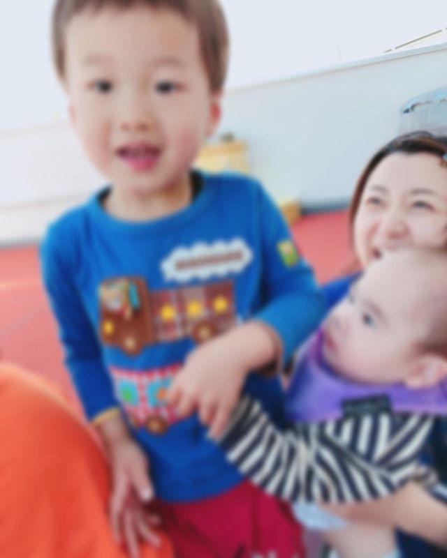 ハイチーズ♡︎('ω'︎ )#おにいちゃんだね#2歳児#舞多聞もりの保育園#もりの保育園#ピンクのハートプロジェクト#0歳からのyoga#まんまるねんね