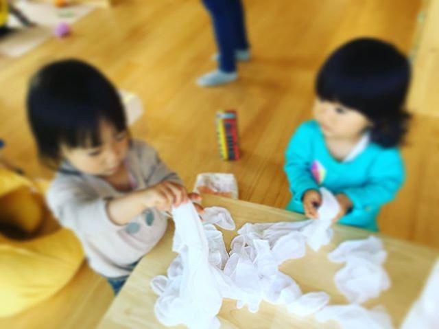 ハイチーズ♡︎('ω'︎ )#お手伝い ?#1歳児#舞多聞もりの保育園#もりの保育園#ピンクのハートプロジェクト#0歳からのyoga#まんまるねんね